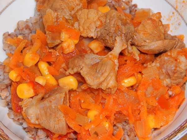 свинина с кукурузой и болгарским перцем