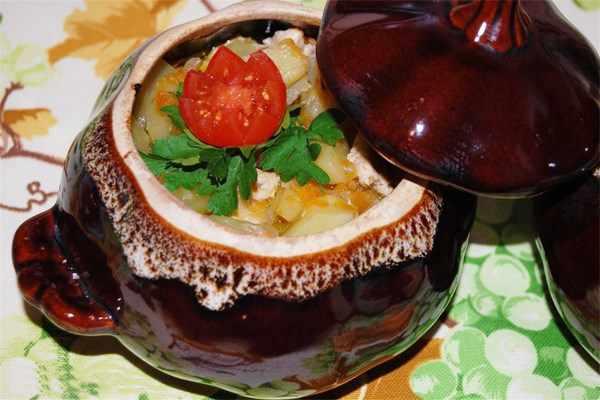жаркое с говядиной и картошкой в горшочке